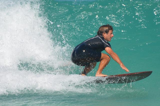 muž, moře, surfař