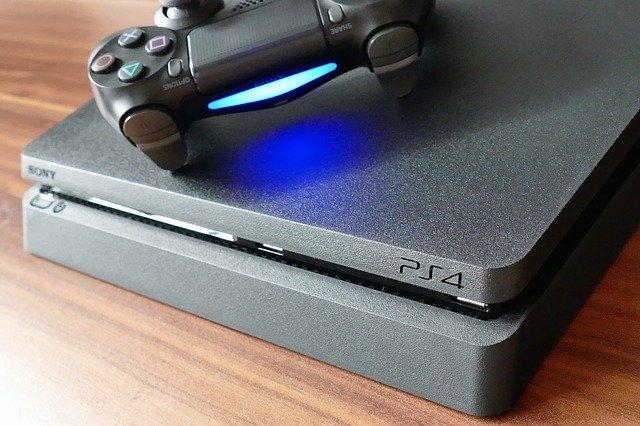 využívání elektronického zařízení v podobě PS4