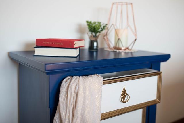 modrá komoda, nábytek